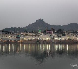 City and lake, Pushkar, India.