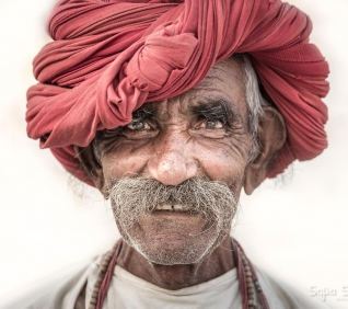 Red Turbent, Pushkar, India.
